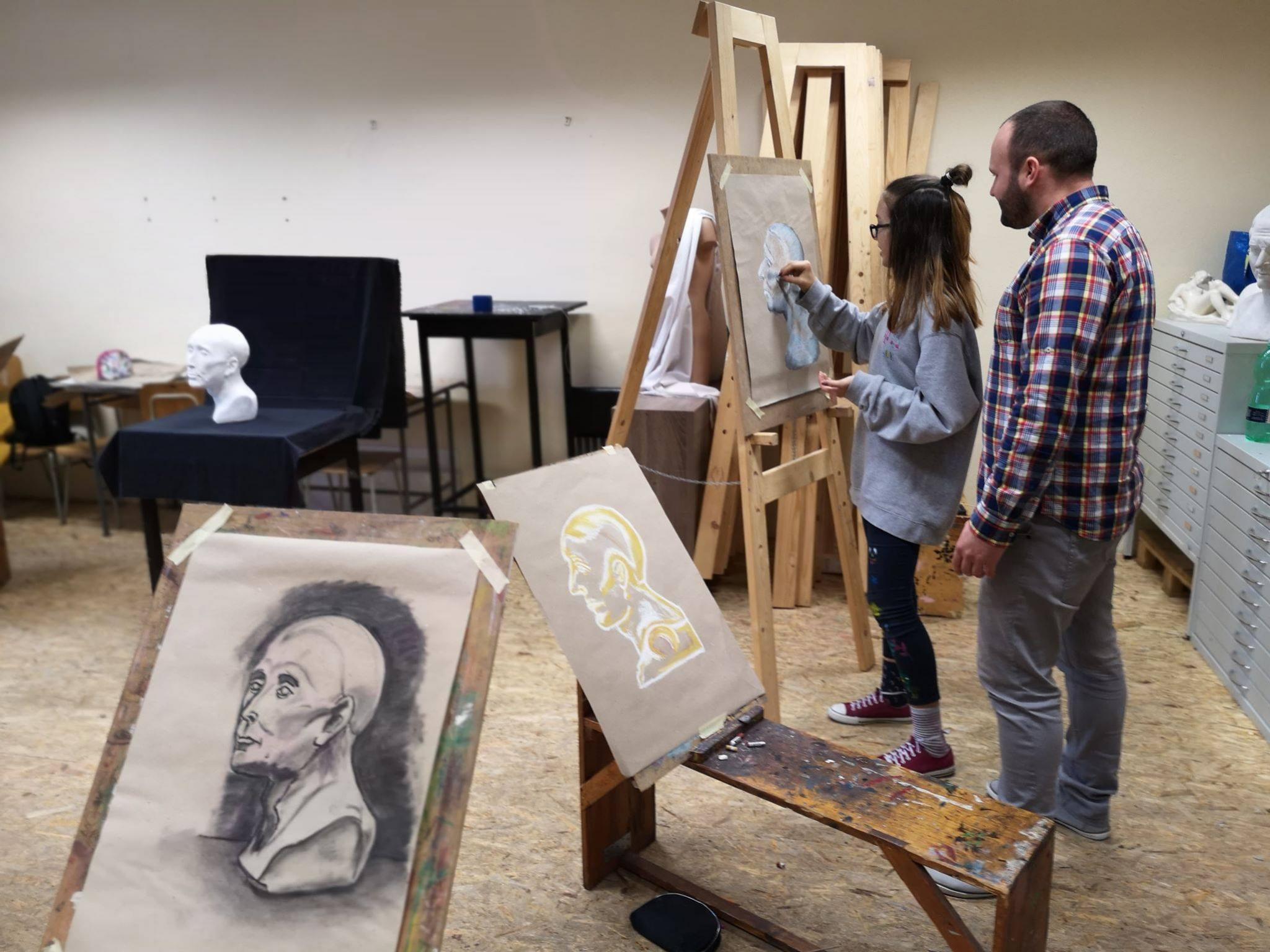 súkroná škola umeleckého priemyslu samova 14 v Nitre