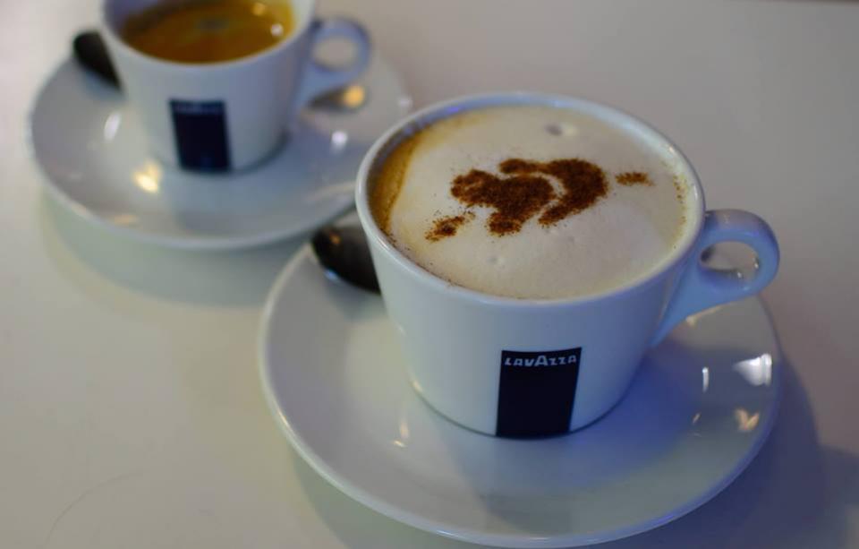 Posedenie pri kávičke v Babičkinej cukrárni