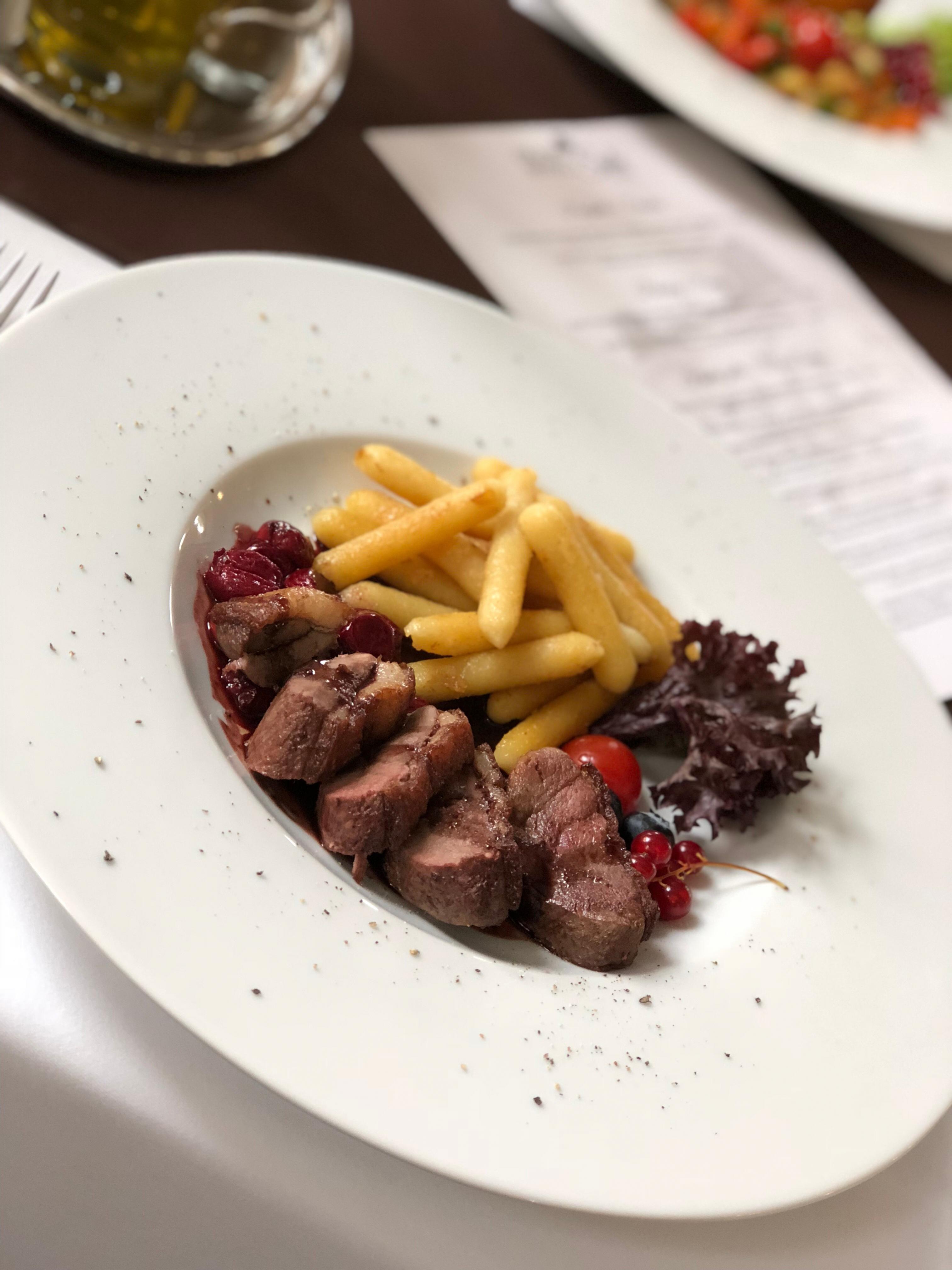 Reštaurácia Grand Hotel Sole **** Kačacie prsia Barberie s restovanými šúlancami.