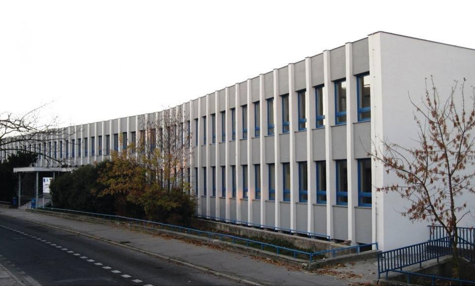 Gymnázium, Párovská 1, Nitra