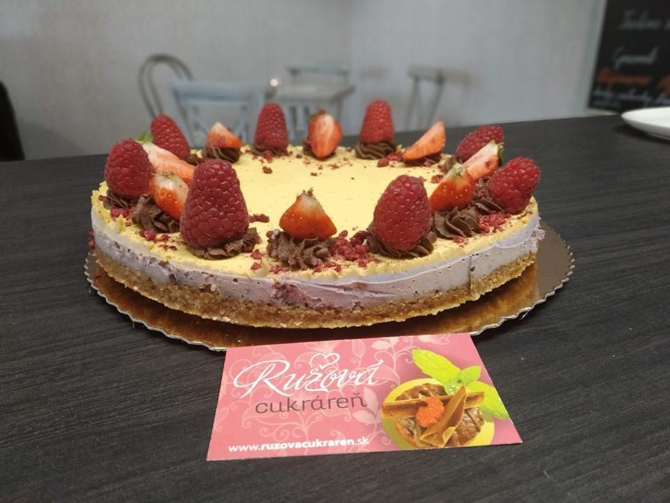 ovocná narodeninova torta ružová cukráreň