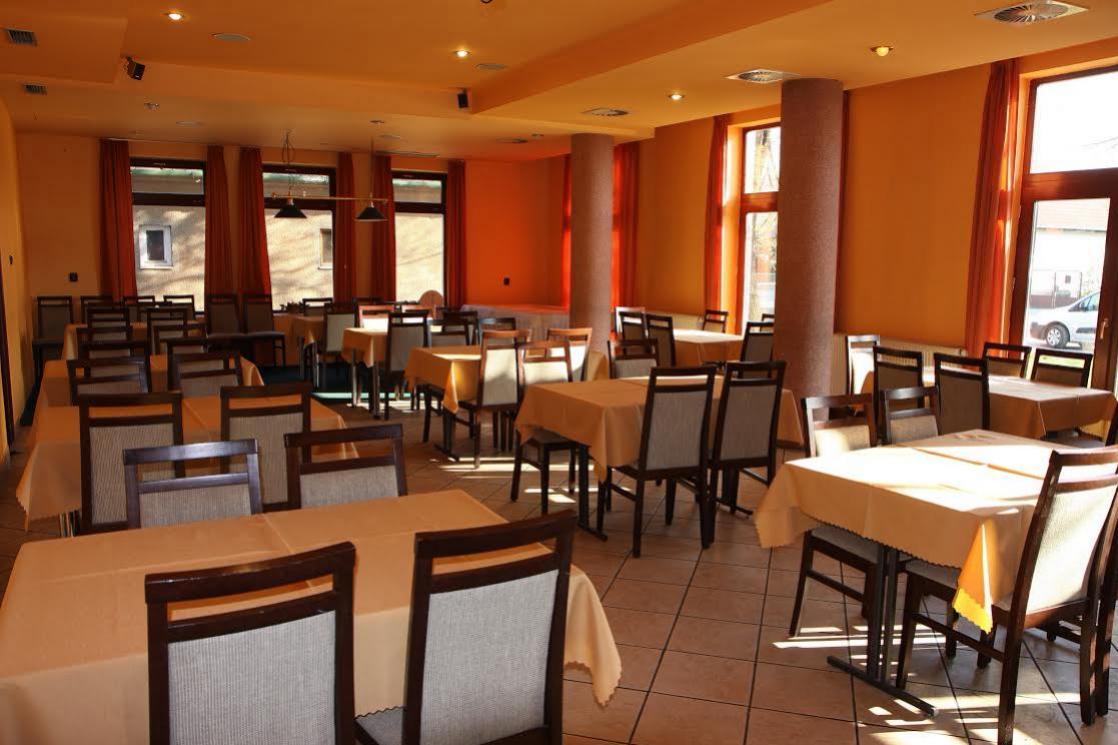 Reštaurácia balážová - priestory