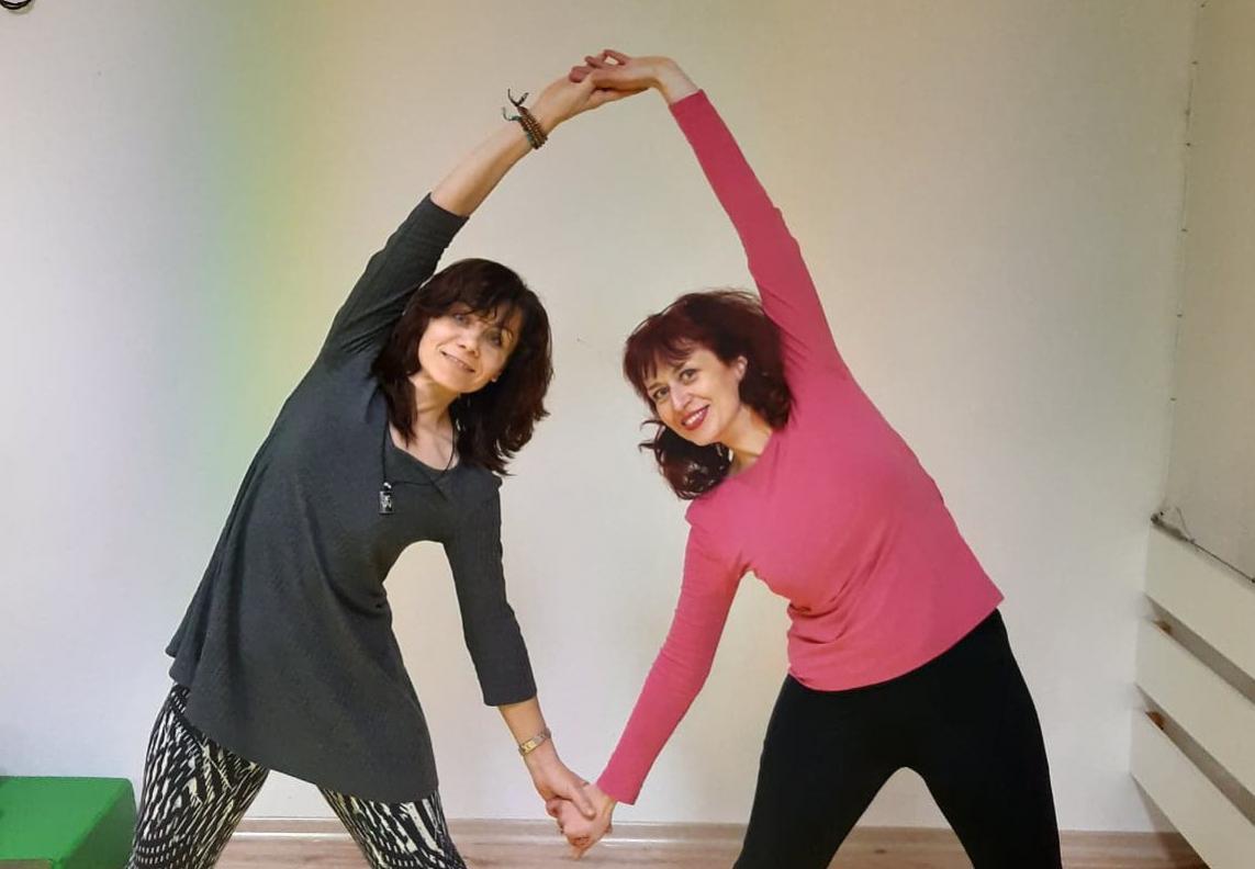 kouc a lektorka tvarovej jogy lenka budya ringwald cvičenie s lektorkou jógy Lubkou Račekovou