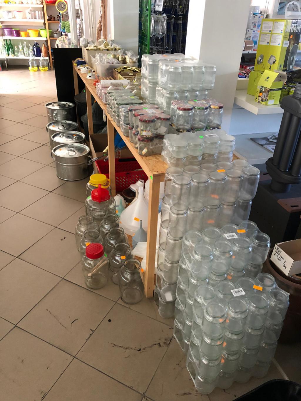 zaváraninové poháre a pomôcky pre zaváranie nitra