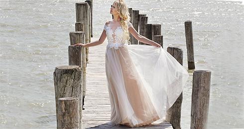 871c14fde482 KATLEEN Nitra - tie najkrajšie šaty na stuž - Móda