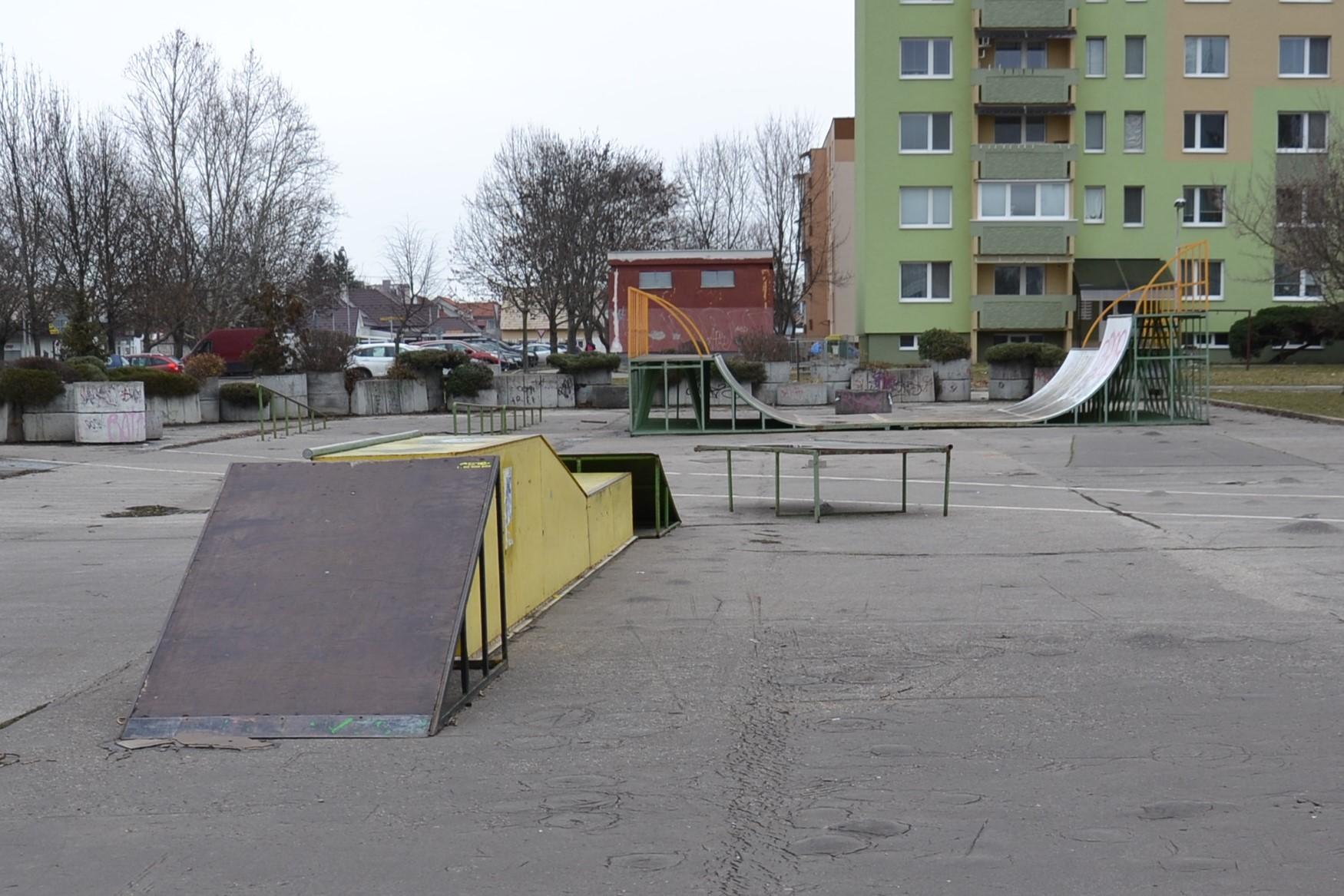 Zo skateparku parkovisko - Katalóg firiem  2ade1b9b33d