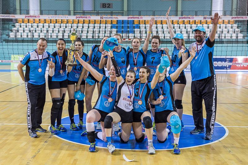 Nitrianske volejbalistky získali bronzov - Katalóg firiem  a8581bcde53