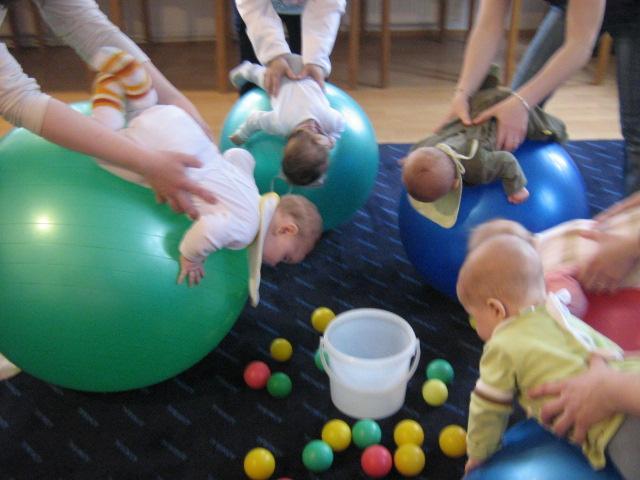 Cvičenie s deťmi na fitloptách - Kam v meste  5ff8c3085c3