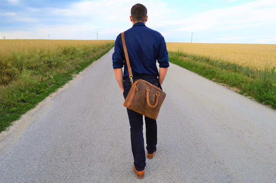 99bc64a80bbfb Ponúkame bohatý sortiment koženej galantérie všetkého druhu ako sú pánske a  dámske aktovky, peňaženky, kabelky, pracovné tašky, spisovky, etue, opasky,  ...