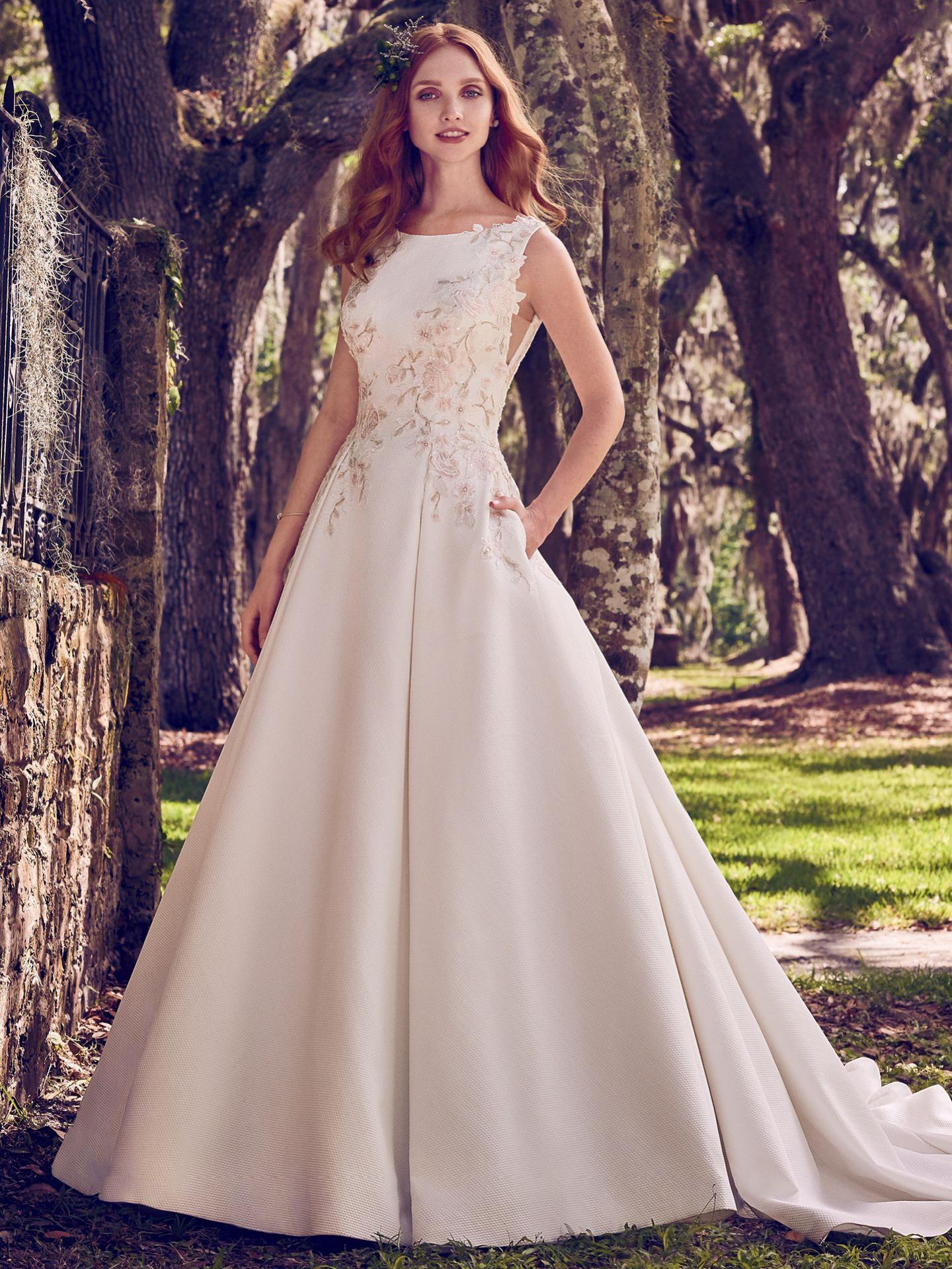 Okrem svadobných šiat Vám svadobný salón Diamond prináša úžasné a vždy  nadčasové kolekcie spoločenských šiat prestížnych a populárnych značiek  FLIRT by ... 022b721563