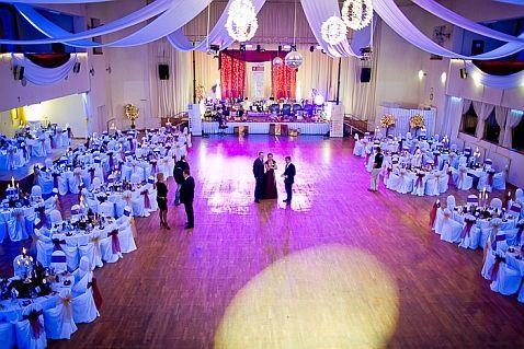 b10630bc0 Celková rozloha sály je cca 2500 m2. Nezáleží na tom, či plánujete malú  alebo veľkú svadbu, v PKO Vám vyjdeme v ústrety. Nie je pre nás žiadny  problém ...