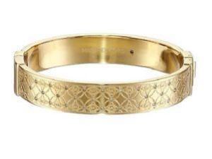 e16bfe904 V jednoduchosti je krása a elegancia! Šperkami od nás rozhodne nikoho  neurazíte, práve naopak - nechajte šperky prehovoriť za Vás!